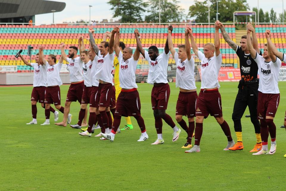Fans & Mannschaften feierten gemeinsam den 5:0-Erfolg