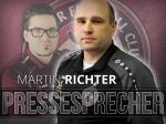 Pressesprecher Christoph Romanowski übergibt den Staffelstab